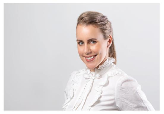 Dr Lindsay McGrath opthamologist image